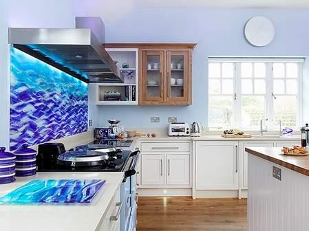 STEPENIK - Umetničko staklo kao zidna obloga u kuhinji